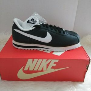 Nike Shoes - Mens Nike Cortez Leather Size 9.5